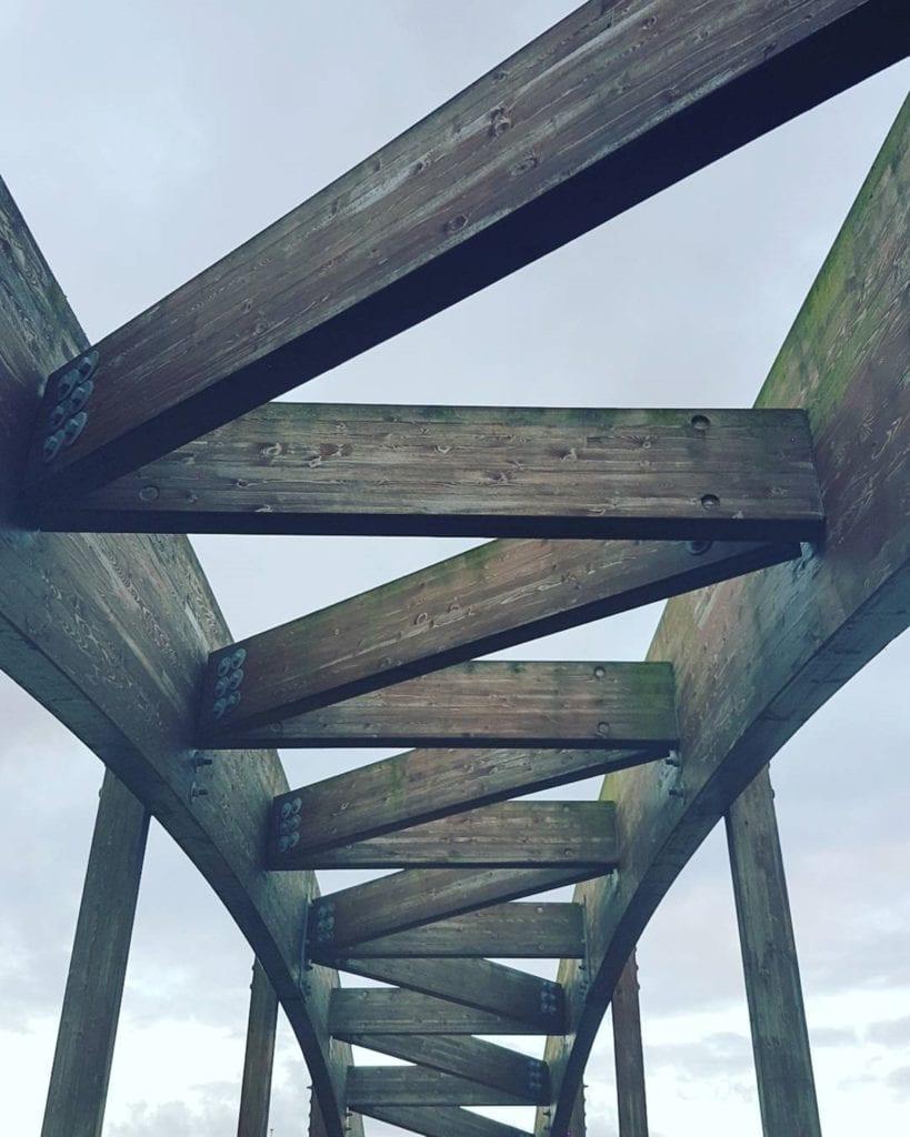 houten constructie van een brug in de civiele techniek